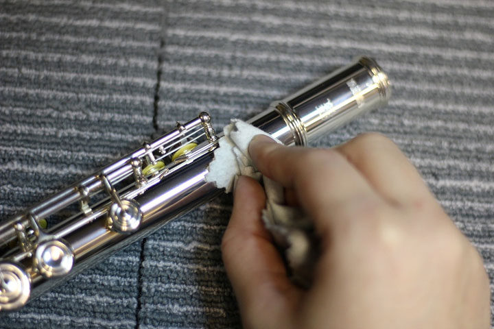 how to clean a flute