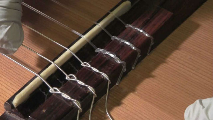 how to tie guitar strings